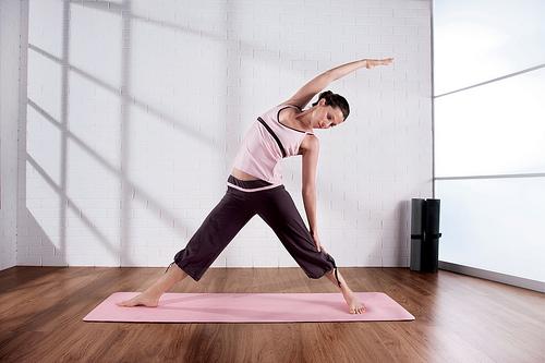 Yoga stretch by adifansnet, Flickr